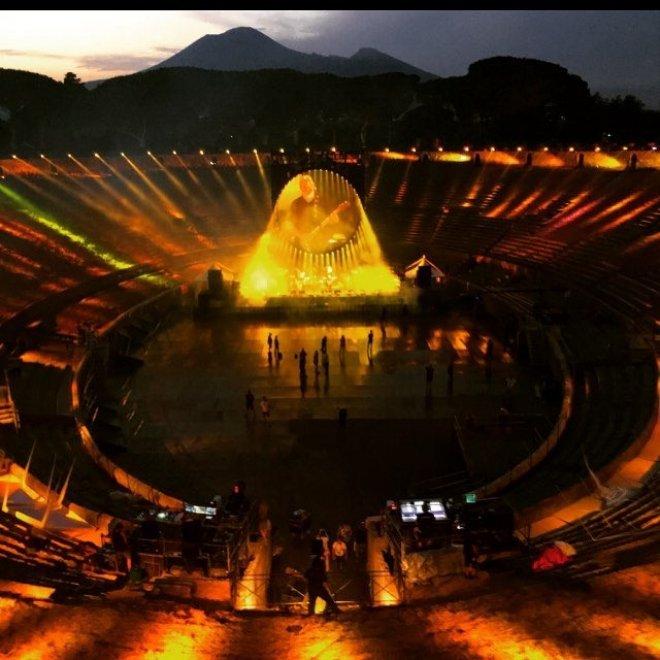 David Gilmour Anfiteatro Pompei Location Facebook