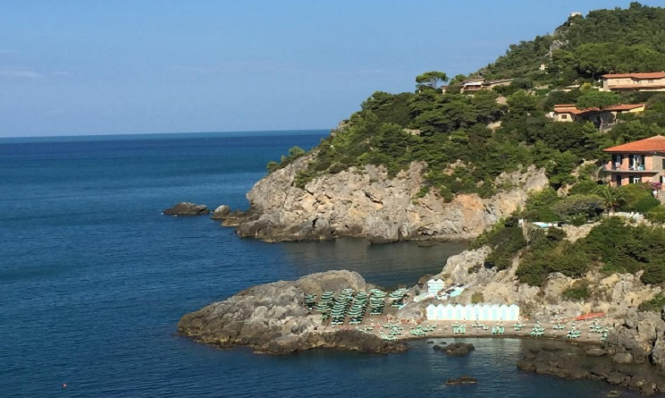 Le 7 spiagge pi belle della toscana dove andare al mare ad agosto urbanpost - Bagno delle donne talamone ...