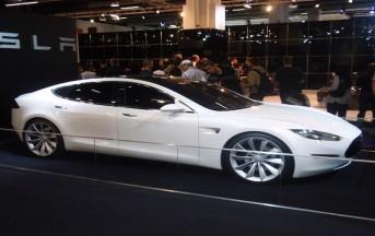 Tesla, pilota automatico: incidente mortale per l'auto a guida automatizzata