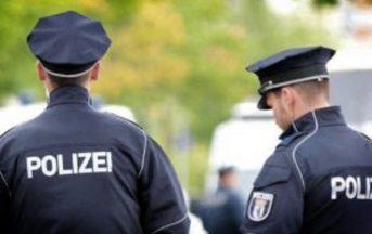 Germania, uomo uccide a colpi di machete una donna in negozio kebab: diversi feriti