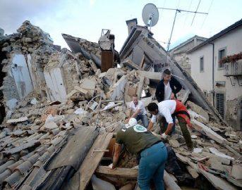 Terremoto: come aiutare? Sms, donazioni, raccolta di sangue, cibo e vestiti, posti in hotel