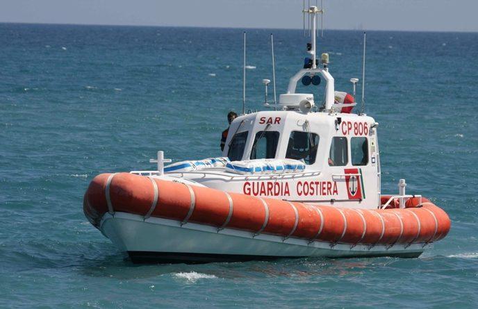 Alghero: motonave con turisti sbatte su isolotto, due feriti
