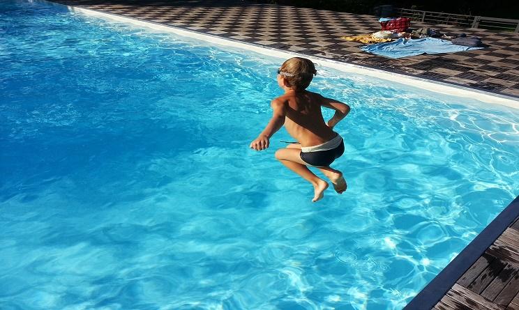 Ferragosto 2016 cosa fare idee per una festa in piscina - Piscina con palline per adulti ...