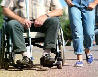 Disabili, caregiver familiare: agevolazioni fiscali e pensionistiche presto in un testo unico