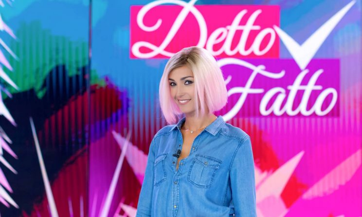 Caterina Balivo riapre Detto Fatto con i capelli rosa