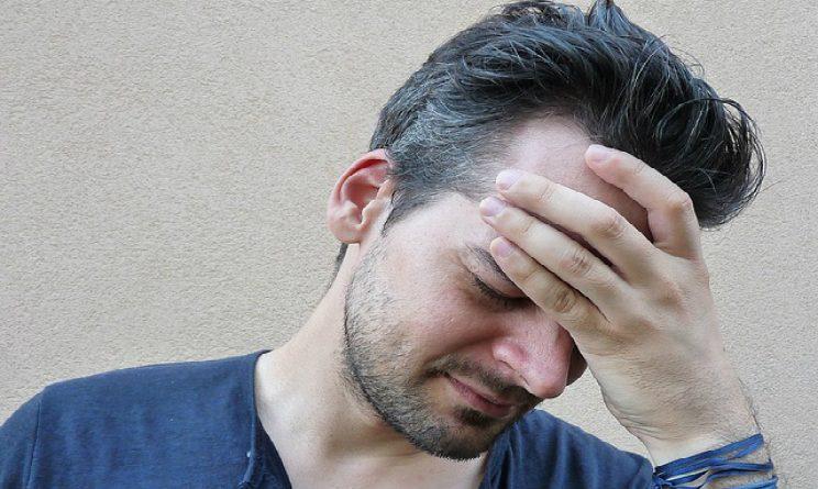Fortemente il dorso di danni di targa non aiuta