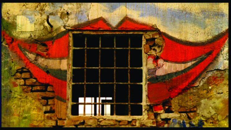 10 film horror i titoli pi spaventosi della storia del - Casa finestre che ridono ...