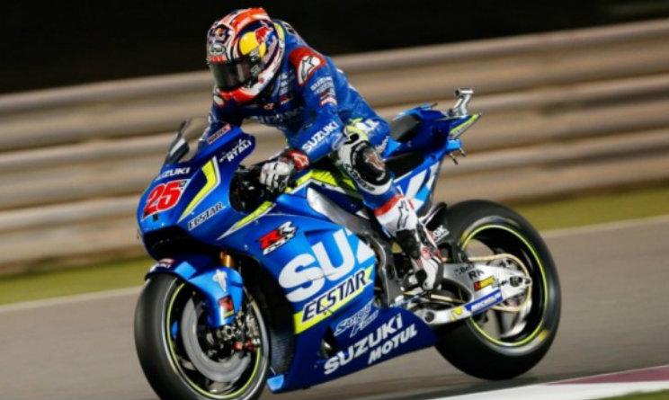 MotoGP Silverstone, incidente al primo giro e bandiera rossa