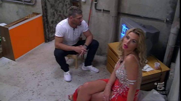 Grande Fratello Vip diretta, Valeria Marini contro Mariana ...