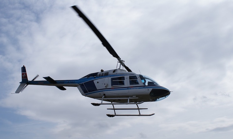 Elicottero atterra in piazza paese per matrimonio, inchiesta