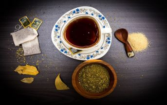 Tisana curcuma, tè verde e pepe nero: ricetta e benefici
