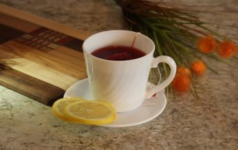 Tisana drenante fai da te: 3 ricette dagli ingredienti unici per tornare in forma