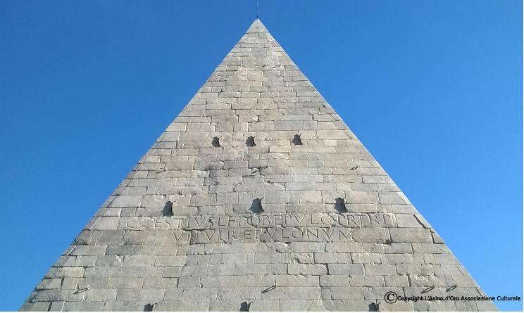 La storia della Piramide di Roma