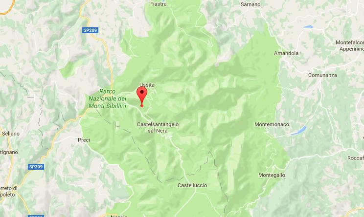 Terremoto, bloccati da frana in frazione Acquasanta: tratti in salvo