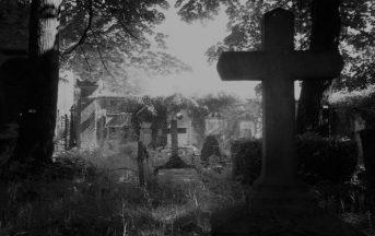 Esplorazione urbana in un cimitero abbandonato