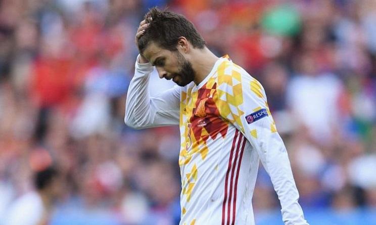 Piqué lascia la Nazionale, polemica per la maglia senza bandiera