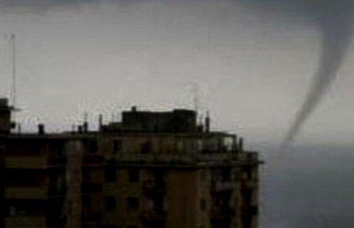 Maltempo, tromba d'aria a Genova. Raffiche di vento a 120 km orari