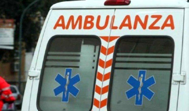 Bari, auto contro albero: morti tre ventenni