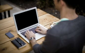 Come affrontare un colloquio di lavoro di gruppo, via Skype o telefonico