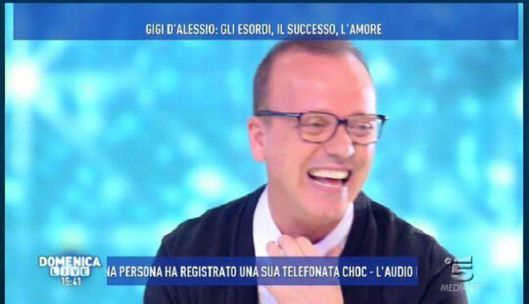 Gigi D'Alessio, Tutta La Verità Sui #Debiti a #DomenicaLive. @_GigiDAlessio_ @carmelitadurso