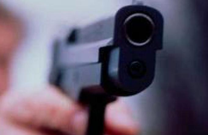 Sushi, rapina violenta: i malviventi sparano, i titolari li accoltellano. Quattro feriti