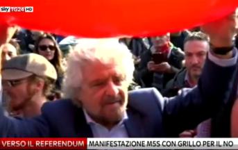 """Referendum 4 dicembre, Grillo corteo per il 'No' a Roma: """"Subito elezioni se vince il No'"""
