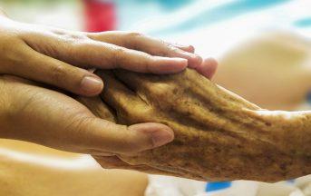 Assistenza domiciliare agli anziani: dire addio a fai da te e lavoro in nero per la sicurezza dei propri cari [INTERVISTA]