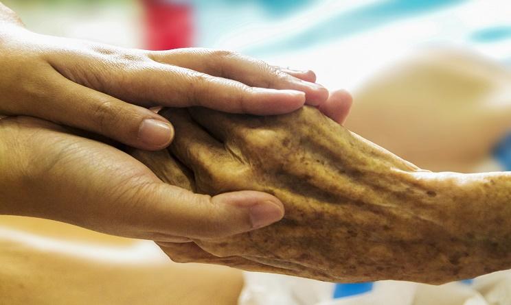 trovare una badante, badante, badante per anziani, assistenza domiciliare per anziani, badante sicura,
