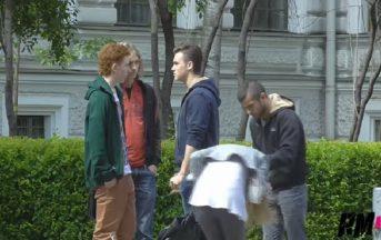 Picchia la fidanzata per strada: ecco la reazione dei passanti [VIDEO]
