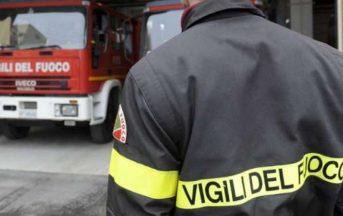 Roma, incendio in un deposito di camper: esplosioni e densa nube, traffico in tilt sulla A24