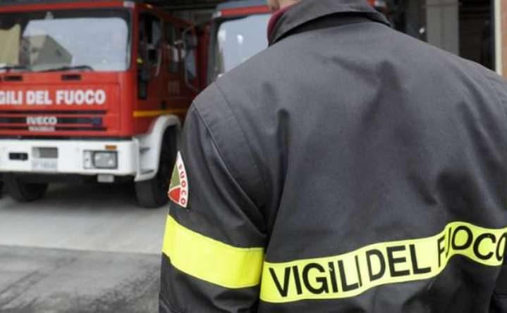 Milano, minaccia di farsi esplodere col gas in casa