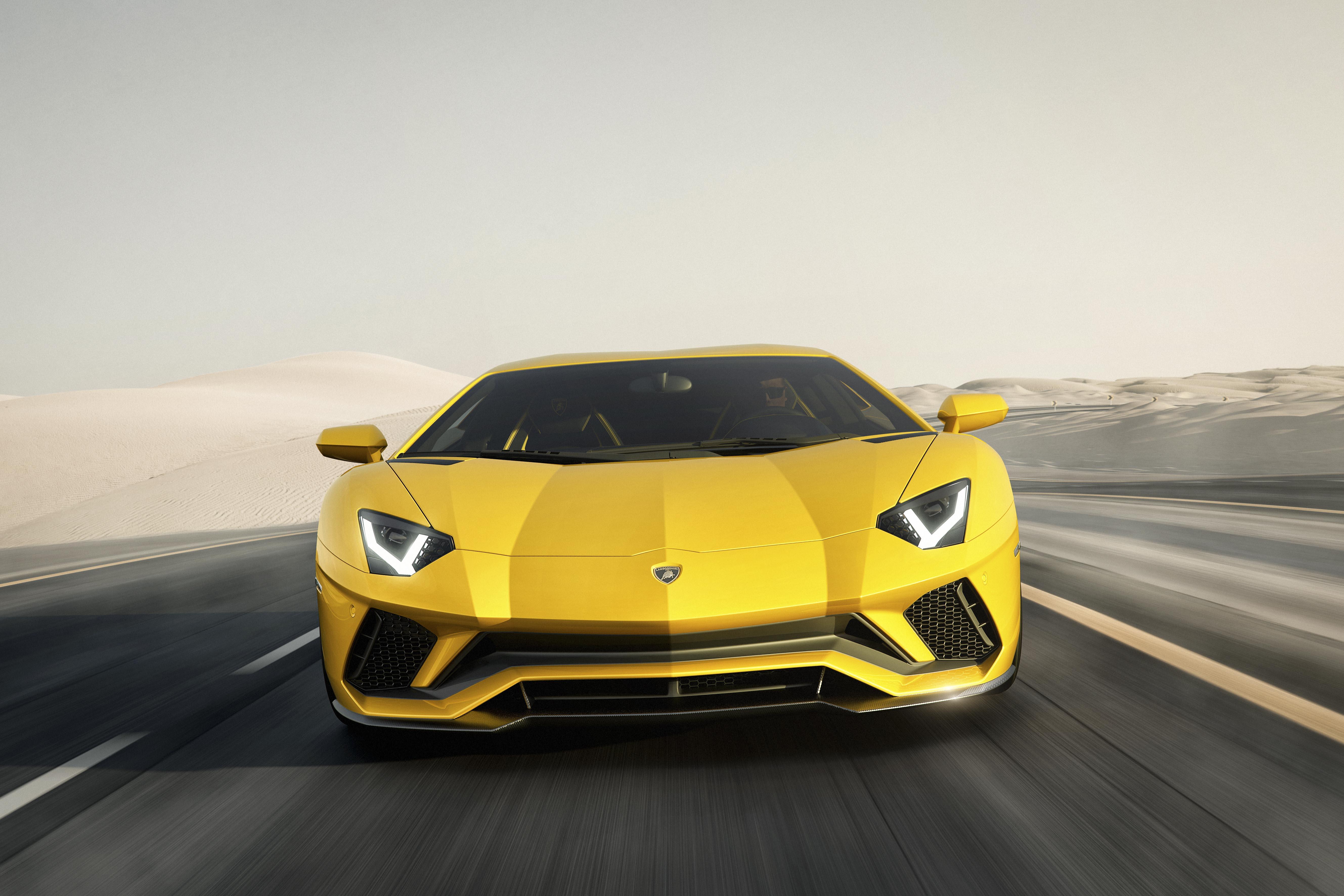 Lamborghini Aventador S caratteristiche