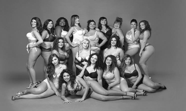 Calendario Donne Formose.Calendario 2017 Beautiful Curvy Dodici Mesi Dedicati Alla
