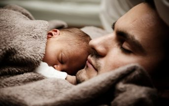 Essere padre oggi: i papà, invisibili e senza voce nella società e davanti alla legge