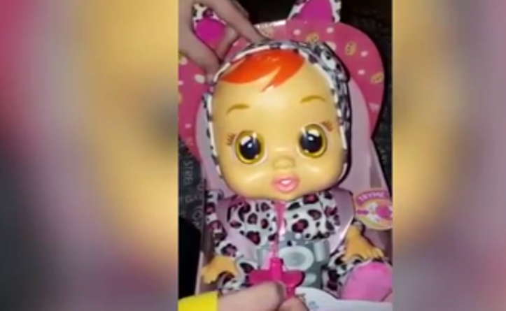 bambola che fa gemiti a luci rosse