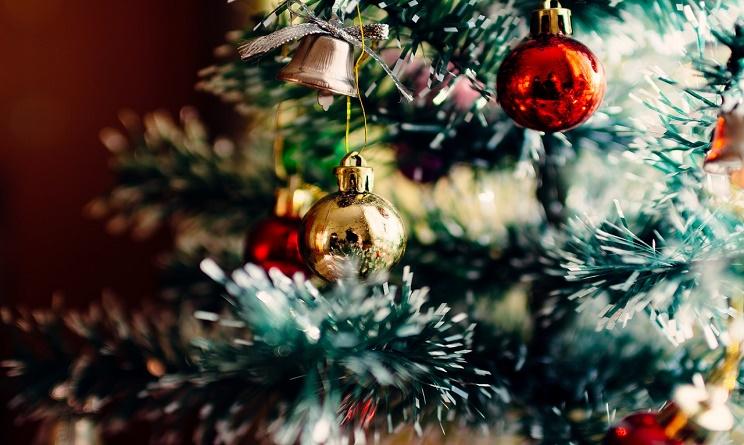 come decorare l'albero di natale 2016, come decorare l'albero di natale fai da te, decorare l'albero di natale, trucchi per un albero di natale perfetto,
