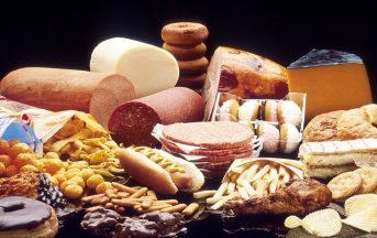 Colesterolo alto cosa mangiare: 5 cibi da evitare (o almeno limitare) durante le feste