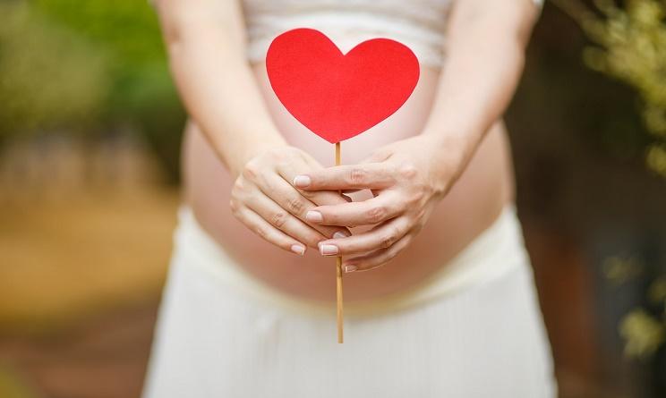 gravidanza sintomi, gravidanza sintomi iniziali, gravidanza sintomi prima settimana, gravidanza sintomi perdite bianche, segnali per capire se si è incinta,