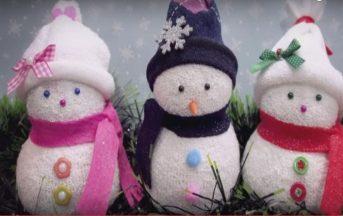 Natale 2016 addobbi fai da te, lavoretti originali e semplici per i bambini: il pupazzo di neve con riso e calzini