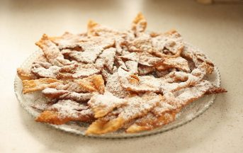 Chiacchiere di Carnevale: la ricetta originale per prepararle al forno e fritte