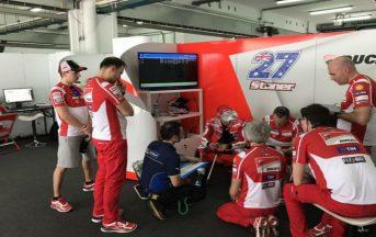 Moto GP, Ducati Test Sepang 2017: Casey Stoner in pista per la seconda prova privata, Lorenzo ai box [VIDEO]
