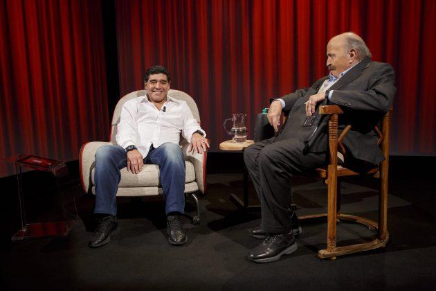 Risultati immagini per l'intervista costanzo maradona