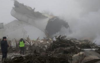 Kirghizistan, aereo precipita sulle case: almeno 37 morti