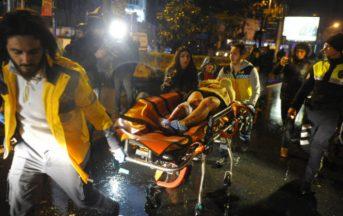 Attentato a Istanbul: mariti eroi 'scudo umano' salvano le mogli, il racconto dei sopravvissuti
