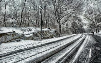 Sicurezza stradale asfalto che si auto pulisce: scioglie neve e ghiaccio, come funziona