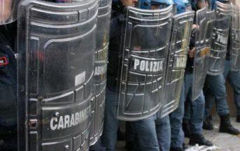 Firenze, migranti tentano di entrare in Prefettura: polizia li respinge, un ferito