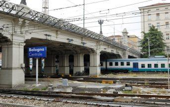 Bologna allarme bomba stazione, valigie sospette nell'atrio: artificieri sul posto