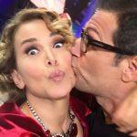 Enrico Papi bacia Barbara d'Urso