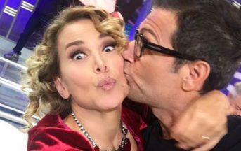 Enrico Papi a Domenica Live: bacio in bocca a Barbara d'Urso