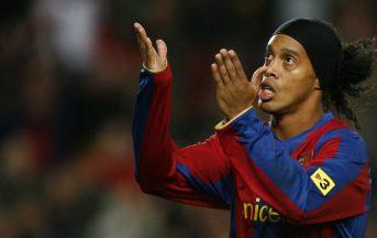 Ronaldinho si ritira, torna al Barcellona come ambasciatore: addio al calcio
